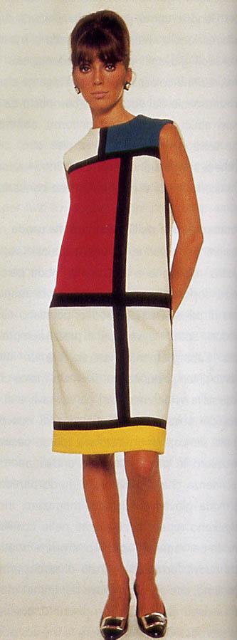 ec9ac653b8ce0 ... per creare un abito dalla linea dritta a contorni neri e blocchi  colorati cuciti insieme. Fu una delle collezioni più fortunate della storia  della moda.