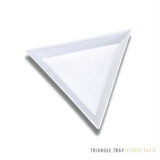 TRIANGLE TRAY