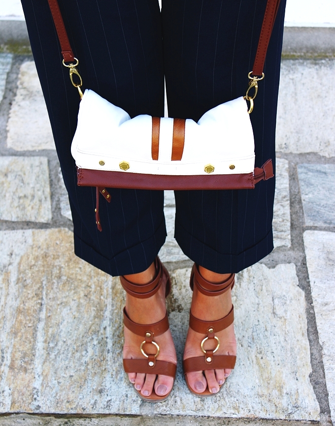 Voi&Noi brown sandals.White and brown handbag.