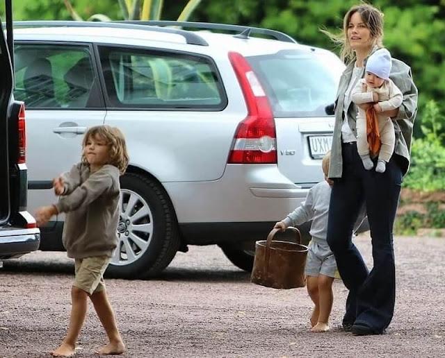 Princess Sofia, Prince Alexander, Prince Gabriel, Prince Julian, Princess Madeleine, Princess Adrienne and Princess Leonor