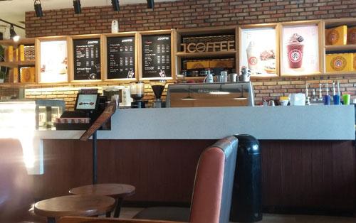WIFI : Banyak tempat hang out yang dilengkapi fasilitas HotSpot atau WIFI gratis. Namun tidak semuanya Seperti JCO ini tidak ada WIFI nya.  Foto Asep Haryono / www.simplyasep.com