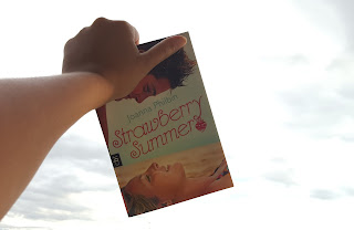 http://sosos-bookworld.blogspot.de/2015/11/rezension-zu-strawberry-summer-von.html