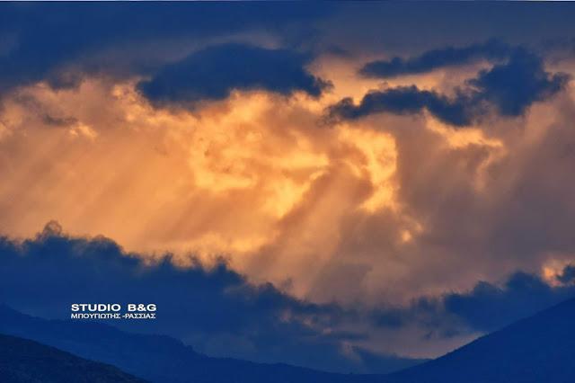 Πολύχρωμο ηλιοβασίλεμα στο Ναύπλιο (βίντεο)