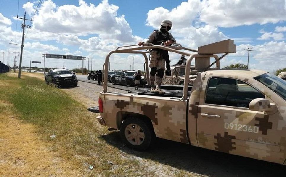 Detienen a 12 presuntos delincuentes del CDN con tres armas largas en brecha cercana Hidalgo Coahuila