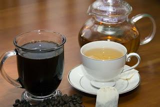 kopi dan teh di atas meja