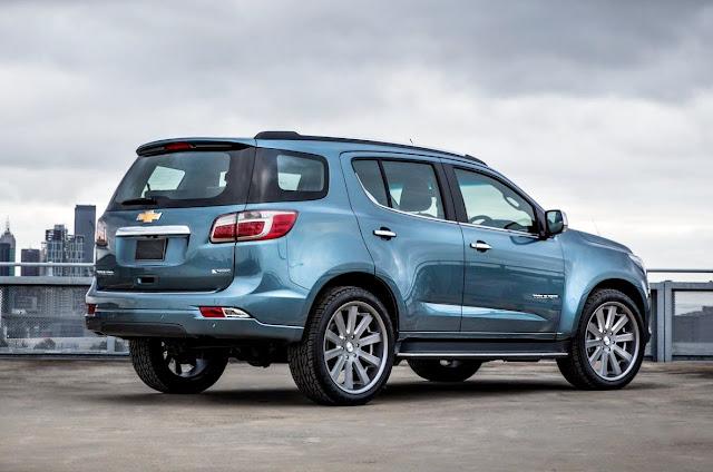 Chevrolet TrailBlazer 2017 azul claro trasera