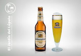 La cerveza rubia alemana Weihenstephaner Pils
