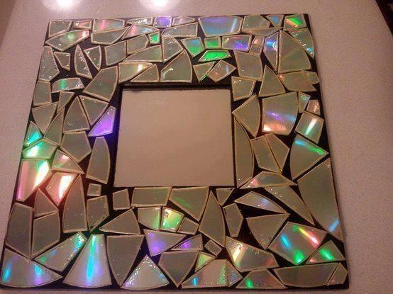 Cuadro con un Marco hecho de trozos de espejos