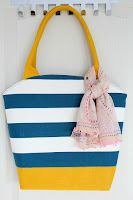 http://theseamanmom.com/rounded-opening-tote-bag-tutorial/