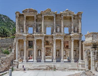 Η Βιβλιοθήκη του Κέλσου στην Έφεσο Ephesus_Celsus_Library_Façade
