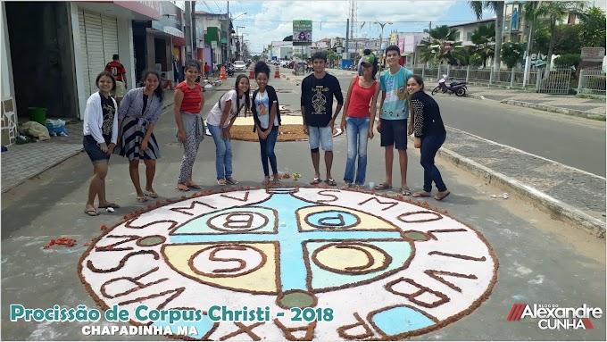 Em Chapadinha, Jovens preparam ruas para a procissão de Corpus Christi