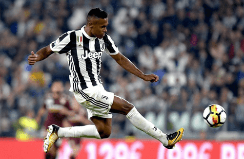 Alex Sandro bek kiri andalan Juventus siap hengkang pada musim ini dari Allianz Stadium