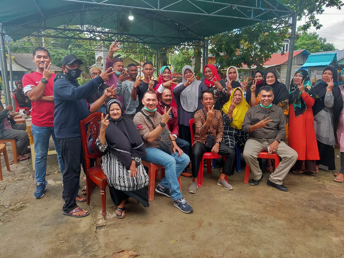 Puluhan Warga Serasan Sangat Antusias Menyambut WS-RH Paslon Bupati dan Wakil Bupati Natuna