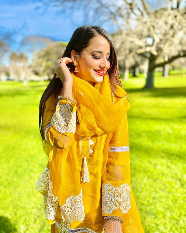 Saniya Shamshad Awesome Pictures on Eid ul Azha