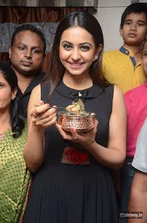 Rakul-Preet-Singh-Launches-Sahara-Cafe-at-Nizampet
