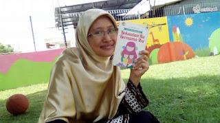 penulis berhijab syari