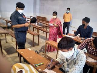 आजमगढ़- मऊ की परीक्षा का कुलपति ने किया निरीक्षण | #NayaSaberaNetwork