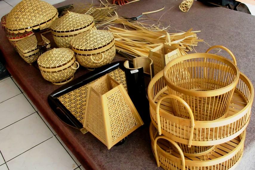 tas dan keranjang dari bambu