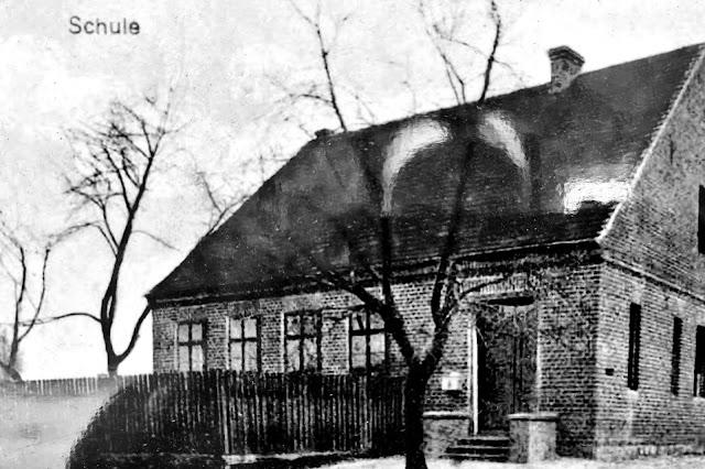 Szkoła w Łażynie