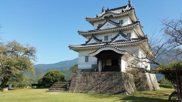ปราสาทอุวะจิมะ (Uwajima Castle: 宇和島城)