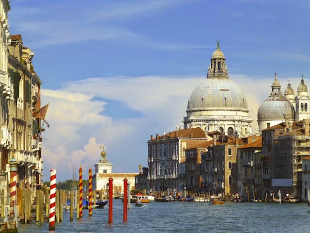 El Gran Canal. Santa Maria della Salute y la Punta della Dogana en Venecia