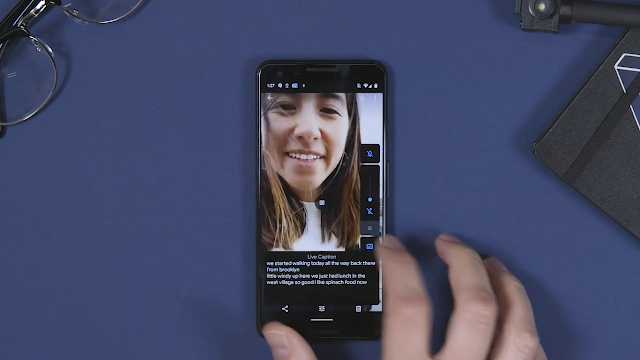 Live Caption mentranskripsikan suara menjadi teks dalam Real Time