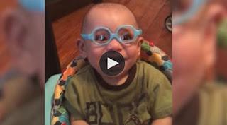 Usa gafas por primera vez y su reacción causa mucha ternura