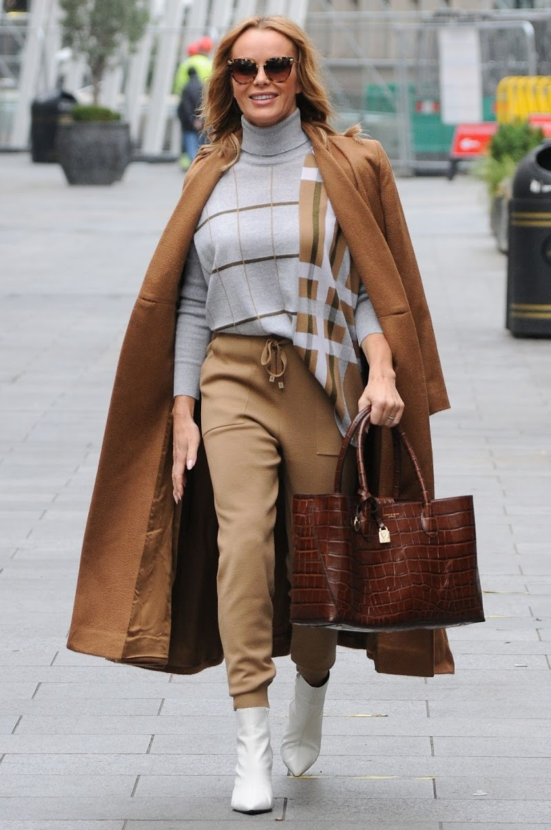 Amanda Holden Arrives at Heart Radio in London 6 Nov-2020