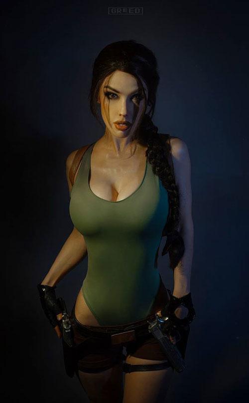 Freia Raven con su cosplay de Lara Croft clásica.