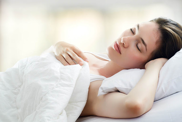 Hãy ngủ đủ 7- 8 tiếng/ngày để thúc đẩy quá trinh phục hồi và tái tạo da
