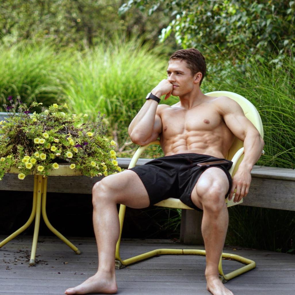 shirtless-ripped-sixpack-abs-male-hunk-spreading-legs-sexy-young-manspreaders