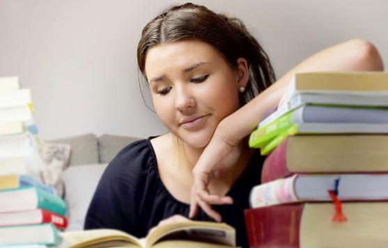 Contoh Cerpen tentang Pelajar, Guru Cantik
