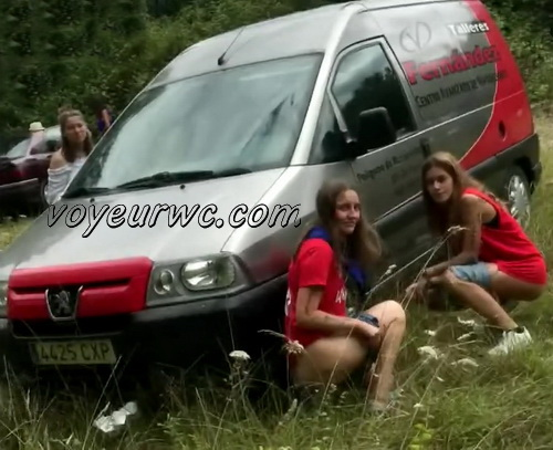 Girls Gotta Go 63 (Drunk Spanish Girls Outdoor Voyeur Pissing)