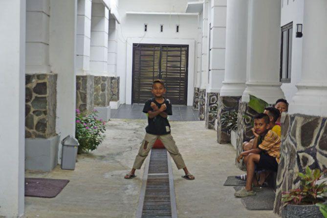 Anak-anak bermain ke Arpusda Wonosobo