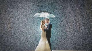 Hujan Pas Di Hari Pernikahan, Ini Pertanda Apa ?