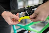Neueste Magura-Entwicklung: Kunststoffschalen für Bremshebel, die die Ergonomie beim Bremsen verändern.