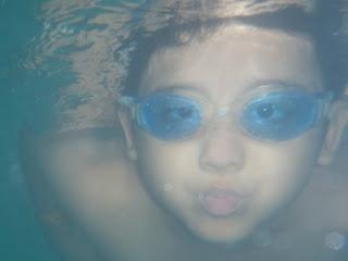 Berenang di Kolam Cendol
