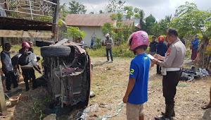 Diduga Ngantuk, Mobil Seruduk Rumah Warga di Wajo