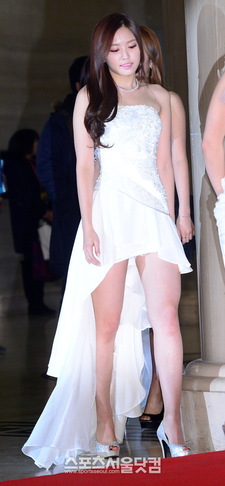 10 times APink Naeun shines in dresses! | Daily K Pop News
