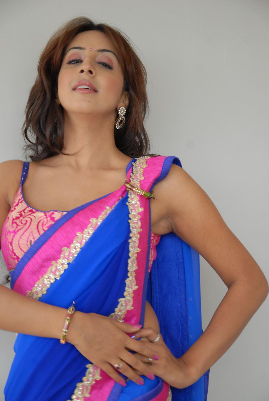 Sanjana Latest stills in Saree