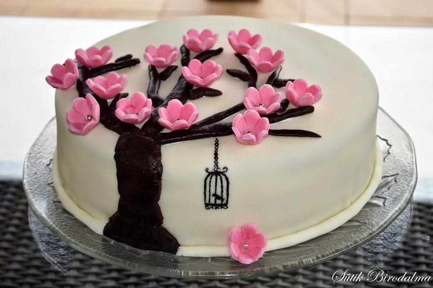 fondant torta képek SÜTIK BIRODALMA: Virágos fondant torta (málnás túrós) fondant torta képek