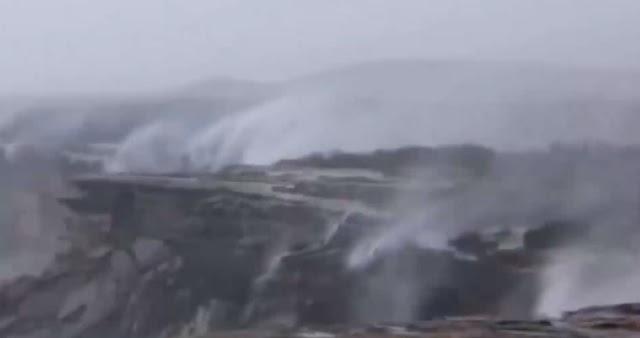 Australia: Provocan fuertes vientos  'cataratas invertidas' (video)