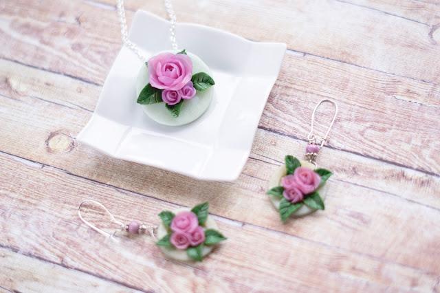 naszyjnik z różami, naszyjnik handmade, róże z modeliny, nietypowa biżuteria