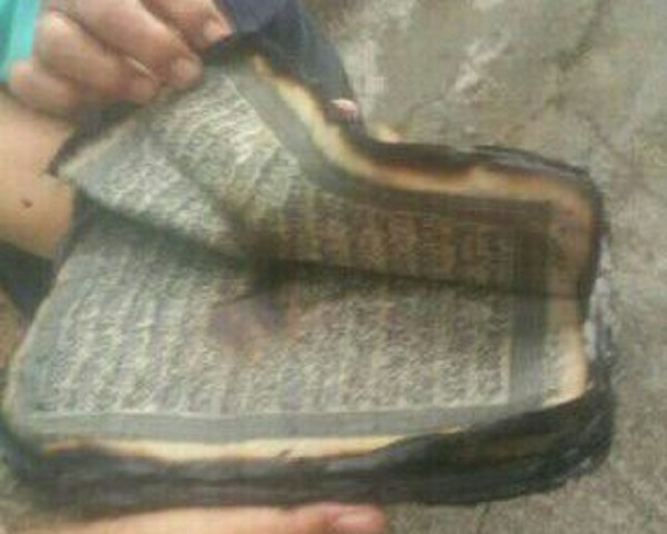 Di Tengah Kebakaran Yang Hanguskan Seluruh Perabotan, Al Qur'an Ini Tetap Utuh