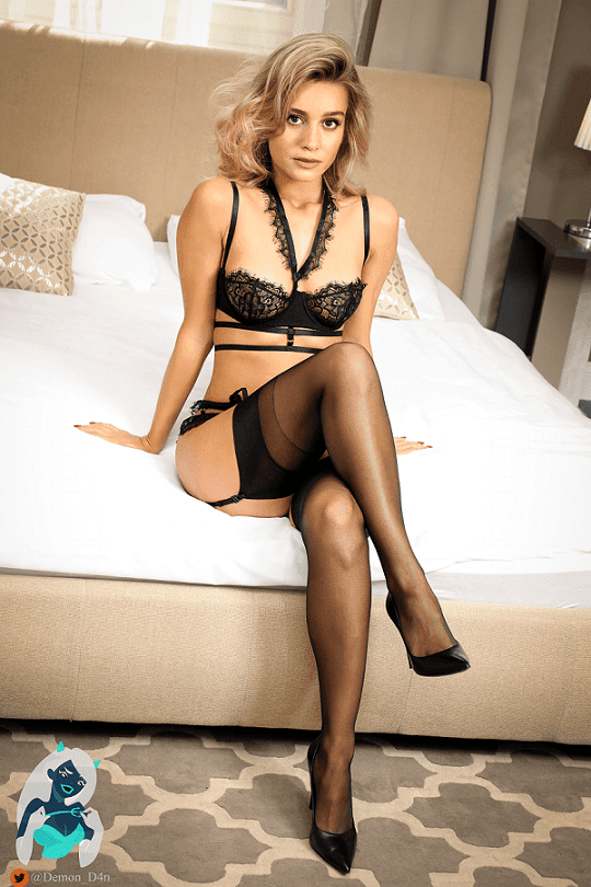 Brie Larson Sexy in Lingerie & Underwear Photos