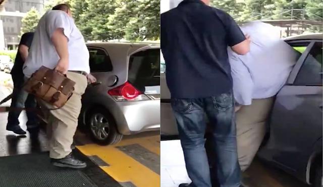Pesan Grab Yang Datang Ternyata Mobil Kecil, Lihat Cara Bule Ini Masuk Kedalam Mobil