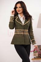 Jacheta eleganta kaki din stofa accesorizata cu broderie aurie