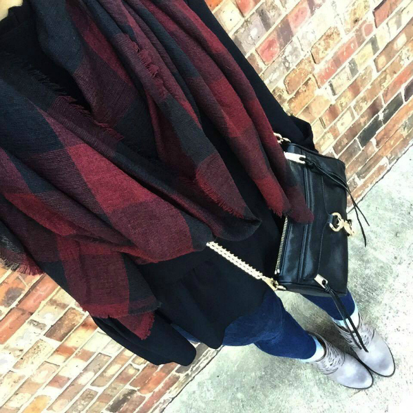 outfit selfie, plaid scarf, leather bag