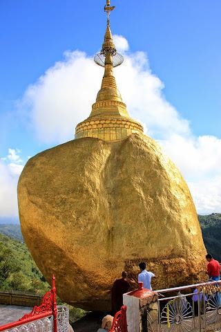 Roca de oro Kyaiktiyo en Myanmar