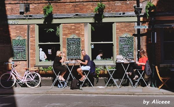 vacanta-in-York-cafenea